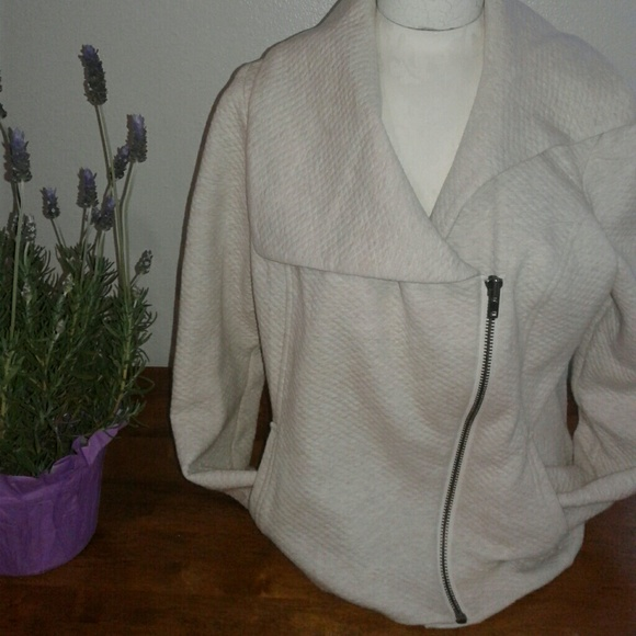 CAbi Jackets & Blazers - Cabi Cream Moto Zip Jacket
